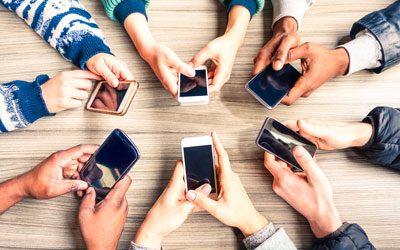 Telefoons in de klas, een vloek of een zegen?